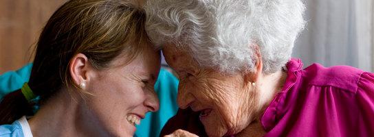 Jak walczyć z uczuciem samotności u osób starszych?